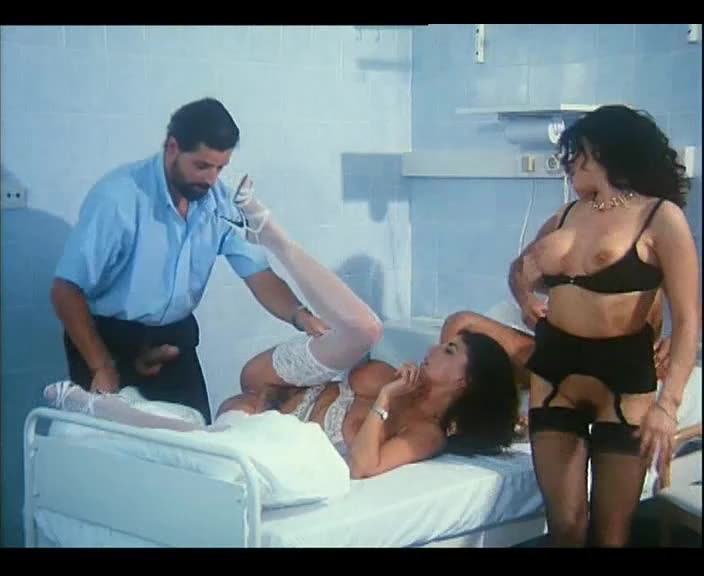 [In X-Cess] The Flying Nurses / Le Porcone Volanti / Flying Doctors - Sarah Louise Young, Erika Bella (DPP)/(Lingerie)
