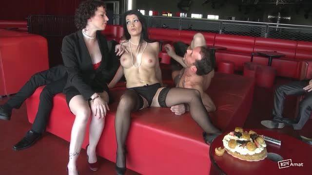 Double et triple anale pour Lana (JacquieEtMichelTV / Indecentes-Voisines) Screenshot 2