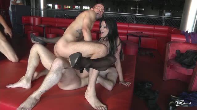 Double et triple anale pour Lana (JacquieEtMichelTV / Indecentes-Voisines) Screenshot 4