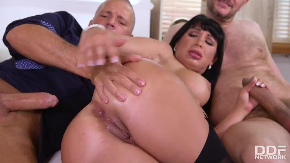 Threesome's Risky Business (HandsOnHardcore / DDFNetwork / PornWorld) Screenshot 7