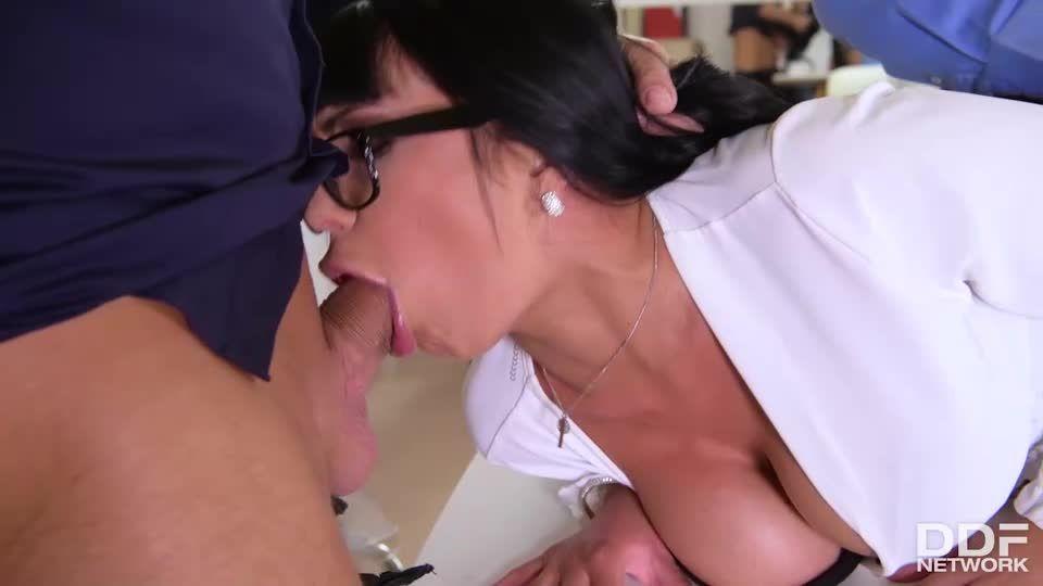 Threesome's Risky Business (HandsOnHardcore / DDFNetwork / PornWorld) Screenshot 9