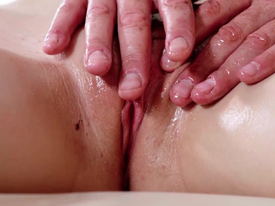 Massage Madness (Harmony Films) Screenshot 1