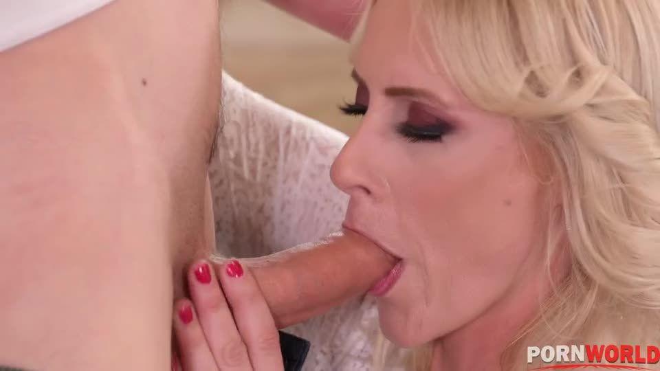Hardcore DP Mother Daughter Orgy (HandsOnHardcore / PornWorld) Screenshot 0