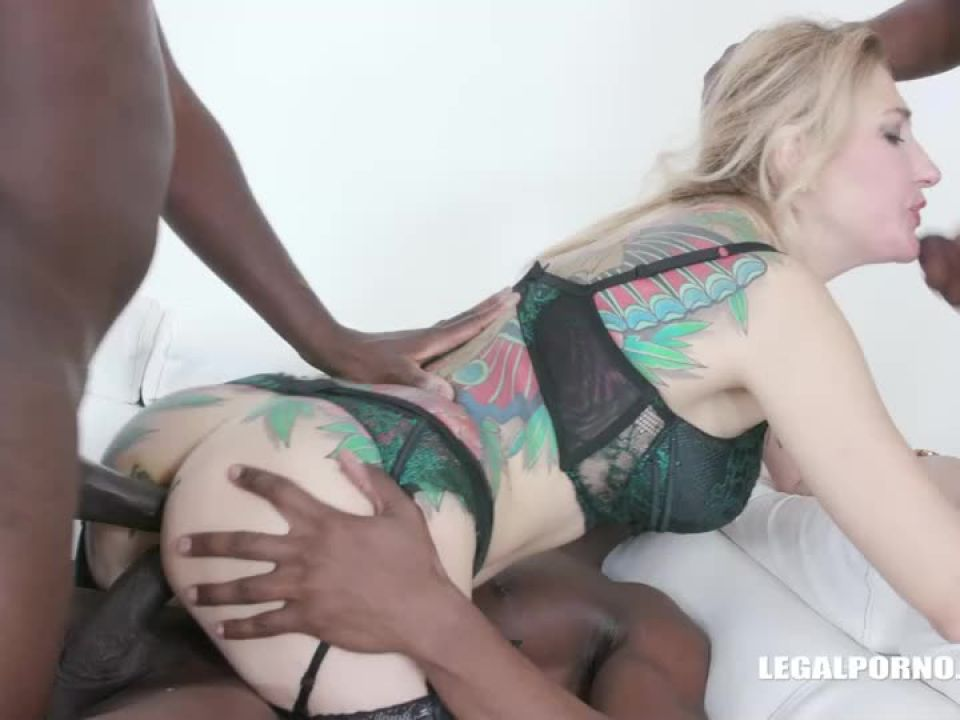 Fucked by black bulls (LegalPorno) Screenshot 2
