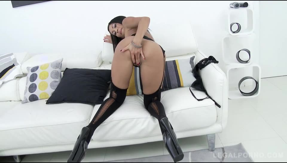 Asian MILF slut double anal video (LegalPorno) Screenshot 5