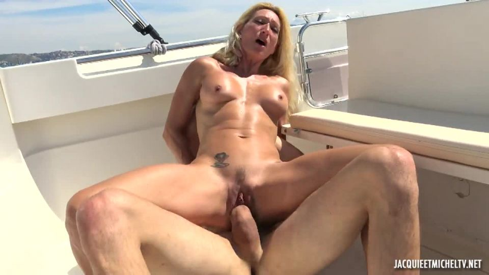 Betty, 46, Loves The Double At Sea! (JacquieEtMichelTV.net / Indecentes-Voisines) Screenshot 5