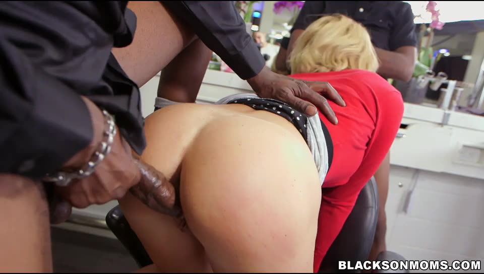 [BlacksOnMoms] Hair Stylist Anal At Hair Studio - Krissy Lynn (DP)/(Big Tits)