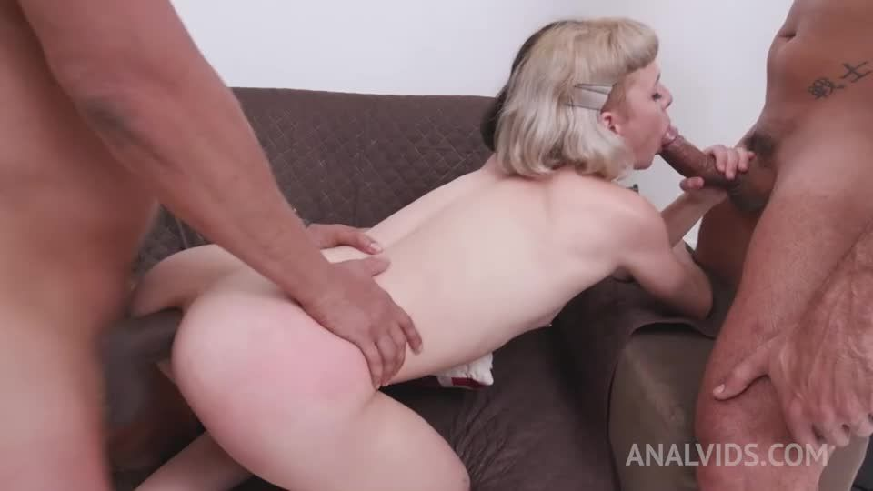 Slender Teen Assfucked In Threesome With Double Penetration YE028 (LegalPorno / AnalVids) Screenshot 3