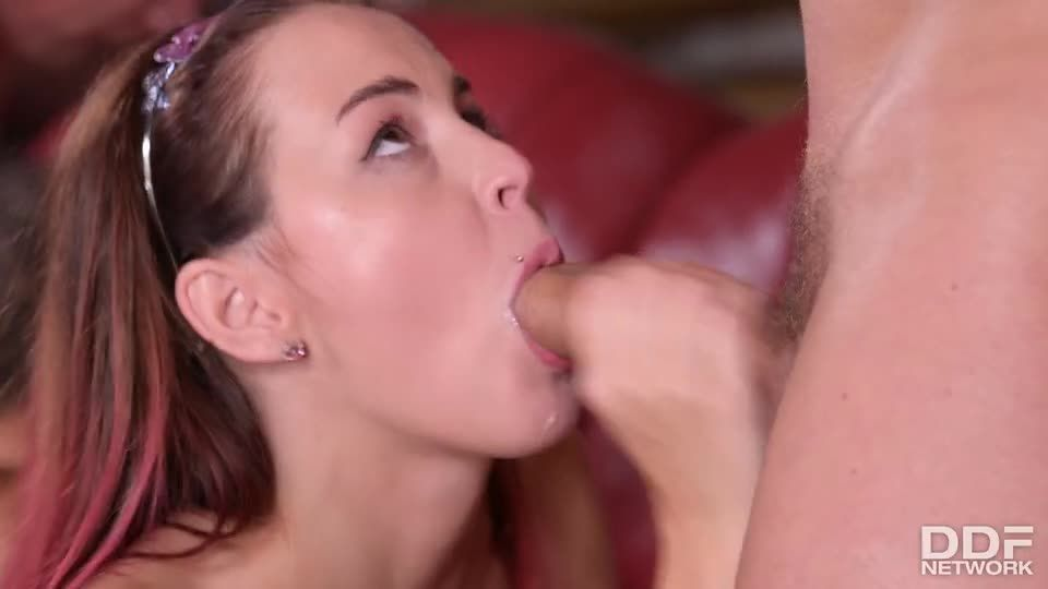 Double Penetrated Czech Girls (HandsOnHardcore / DDFNetwork / PornWorld) Screenshot 9
