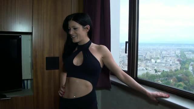Luxure a Paris / Prises par les 2 Trous (Jacquie et Michel / Colmax) Screenshot 0