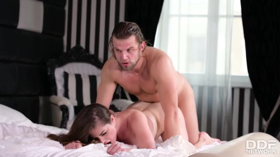 Stacked Hungarian Babe Gets 2 Cocks For The Price Of 1 (HandsOnHardcore / PornWorld) Screenshot 4