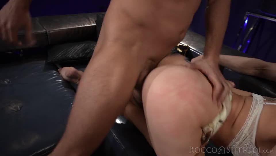 The Spanish Stallion: Cherry Kiss Undefeated (Rocco Siffredi / Evil Angel) Screenshot 3