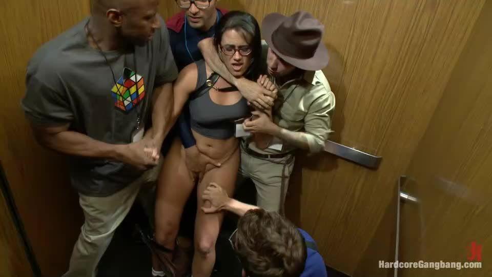 Komic Kon Slut Gets Dicked Down in Elevator – Big Tits! Double Vag! (Hardcoregangbang / Kink) Screenshot 1