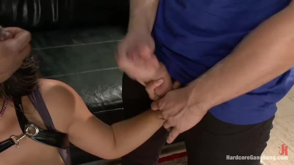 Komic Kon Slut Gets Dicked Down in Elevator – Big Tits! Double Vag! (Hardcoregangbang / Kink) Screenshot 8